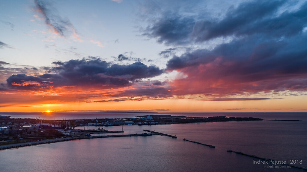 Vaade Paljassaarele päikeseloojangul